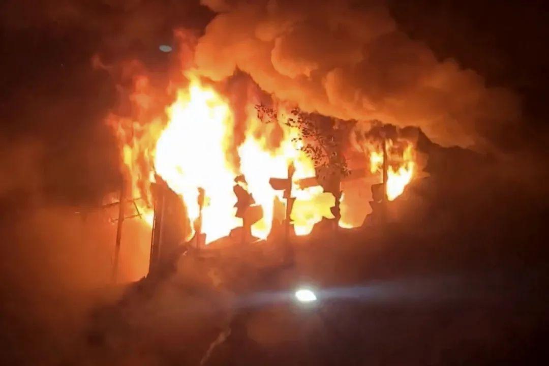 天游平台注册地址痛心!台湾高雄一栋大楼发生火灾,已致46人遇难,警方已带回4名嫌犯